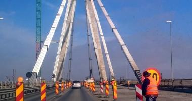 Minune pe podul Agigea! Muncitorii lucrează la foc continuu, noaptea şi în week-end