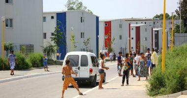 Primăria Constanţa îi şcolarizează  pe locatarii cartierului