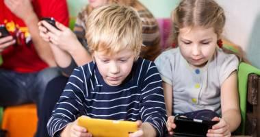 Telefoanele mobile şi tabletele  ne distrug creierul încet, dar sigur
