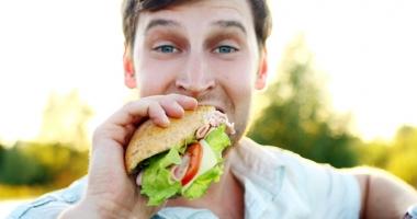 Câtă carne este în sandvişul tău preferat? Salamurile din magazine, batoane cu aditivi şi grăsimi