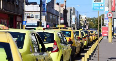 """Foto : """"Gata cu taximetriştii în maiou, şlapi şi chiloţi""""! Măsuri radicale, la Constanţa"""