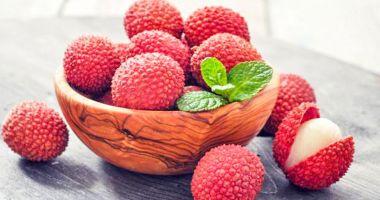 Cel puțin 53 de copii au murit după ce au mâncat fructe de litchi. Când devin toxice prunele chinezești