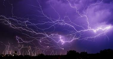 """Foto : ALERT� PENTRU CONSTAN�A? """"ANM �tie situa�ia, dar nu vrea s� creeze panic�"""". Furtuni cu desc�rc�ri electrice, toat� s�pt�m�na. Ce spun meteorologii"""