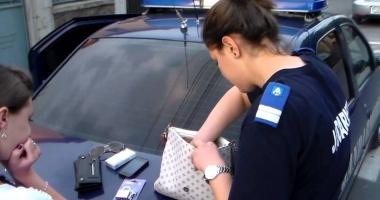 Acuzat că a furat telefoanele mai multor turişti din Bucureşti