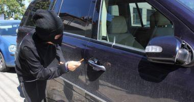 Constănţean LOVIT DUR, în timp ce a surprins un hoţ că îi fura din maşină