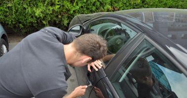Hoț prins la scurt timp după ce a spart o mașină