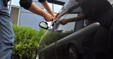Furturile din maşini pot fi evitate! Iată ce spun poliţiştii