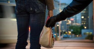 Cum a rămas o femeie din Constanţa fără poşetă, carduri şi bani, în plină stradă