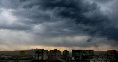 FURTUNĂ LA CONSTANŢA. Meteorologii au emis avertizare de vreme rea