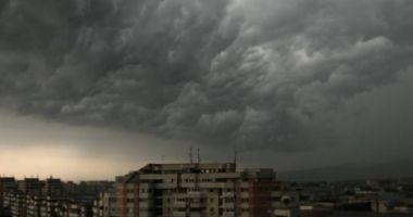 PROGNOZA METEO: Vreme instabilă toată săptămâna, cu reprize de furtuni violente