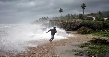 Furtuna tropicală Isaac devastează Haiti şi Florida