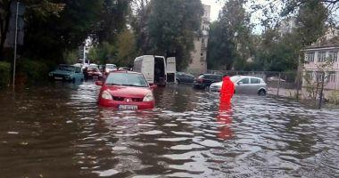 PLOILE TORENŢIALE FAC RAVAGII! Zeci de reclamaţii în Constanţa şi Eforie, din cauza inundaţiilor