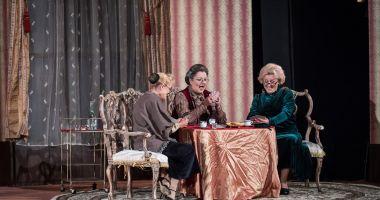 """""""Gaiţele"""" joacă, din nou, pe scena Teatrului de Stat Constanţa"""