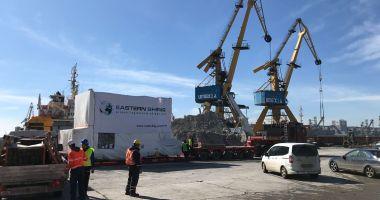 Generatorul pentru centrala termo-electrică Romgaz de la Iernut, încărcat în Portul Constanţa