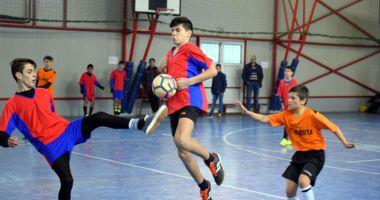 Gimnaziada şi Olimpiada Naţională a Sportului Şcolar, la volei, baschet şi fotbal
