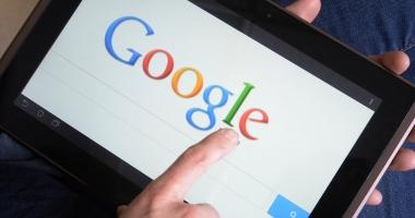 """Google introduce """"fact-checking"""" pentru a depista mai repede ştirile false"""