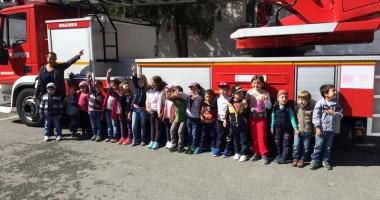 GALERIE FOTO / Micuţii de la Grădiniţa 37, pompieri pentru o zi