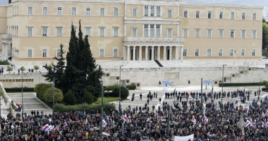 Parlamentul grec adoptă reforma controversată  a pensiilor
