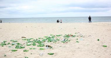 Seringi, ace, plastice şi scutece, pe plajele de pe litoral!