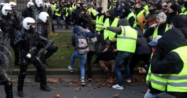 Guvernul francez propune o primă  de 300 de euro pentru poliţiştii  şi jandarmii mobilizaţi