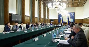 Guvernul Cioloş mimează transparenţa decizională şi dialogul social