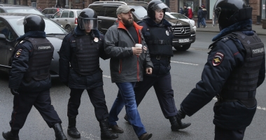 Manifestaţii de amploare în Rusia împotriva lui Putin. Peste o sută de persoane au fost arestate