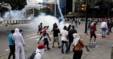 Haos în Venezuela! Liderul opoziției s-a autoproclamat președinte, cu susținerea lui Trump