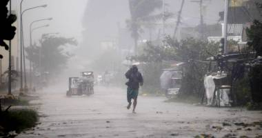Arhipelagul Filipine lovit de taifun. Rafale de peste 300 km/h