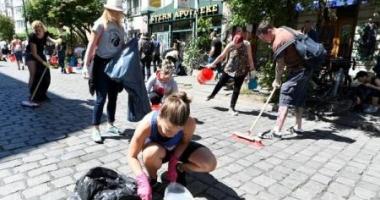 Mii de oameni au curăţat străzile din Hamburg după summitul G-20