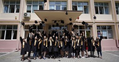 """Rămas bun, dragi profesori!"", mesajul elevilor de la Liceul din Hârșova"