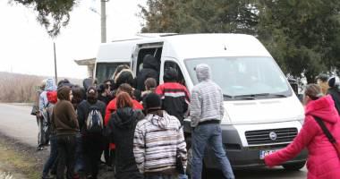 Microbuzele maxi-taxi, condiţii inumane pentru călători. Navetiştii din jurul Constanţei cer transport RATC