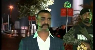 Pilotul indian doborât în Kashmir, predat de Pakistan Indiei