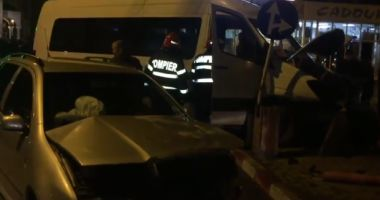 Microbuz cu suporteri implicat într-un accident rutier. Fanii se întorceau de la un meci de handbal