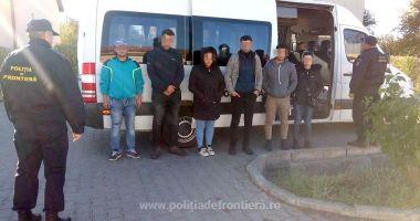 Două călăuze, reținute de poliţiştii români pentru trafic de migranți