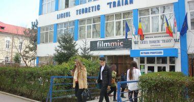 """Liceului Teoretic ,,Traian"""" Constanța sărbătorește revenirea Dobrogei la Patria Mamă"""