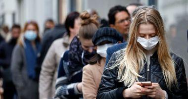 Cât timp vom mai purta masca? Experții oferă răspunsuri