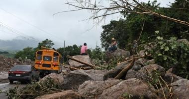 Un nou uragan feroce lovește SUA. Deja a făcut 28 de morți