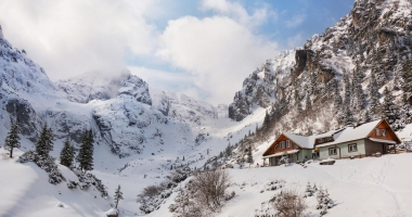 Bărbat surprins de o avalanşă în Masivul Bucegi