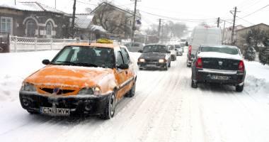 COD PORTOCALIU DE NINSORI LA CONSTANŢA / 31 de localităţi fără curent şi persoane blocate pe drumuri din cauza viscolului