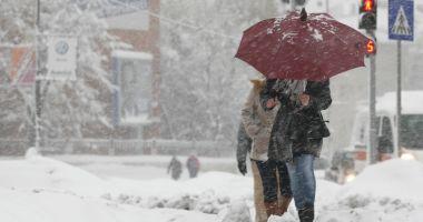 COD GALBEN de ninsori abundente și viscol până marți. Zonele afectate