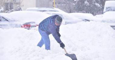 Constănţeni, ieşiţi  la curăţat zăpada!