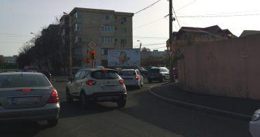 Atenţie, şoferi! Se schimbă traficul la semaforul de la intersecţia străzilor Poporului cu I.L. Caragiale