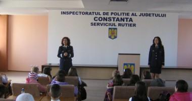 Elevii au vizitat, astăzi, sediul Poliţiei Rutiere Constanţa