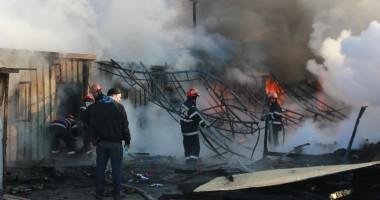 IMAGINI DE LA DEZASTRU / Incendiu VIOLENT la complexul Histria, de pe Variantă / VIDEO