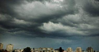 Avertizări meteo COD PORTOCALIU şi COD GALBEN actualizate. Ploi abundente şi vijelii până la ora 21