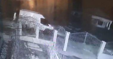 Un şofer care a ucis un bărbat, filmat când fugea de la locul accidentului