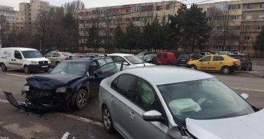 GALERIE FOTO / Accident grav la Constanţa! Unuia dintre şoferi i se acordă îngrijiri medicale la faţa locului