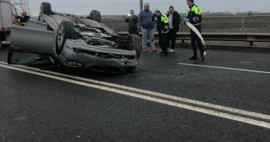 Mașină răsturnată la Constanța, din cauza neatenției unui șofer