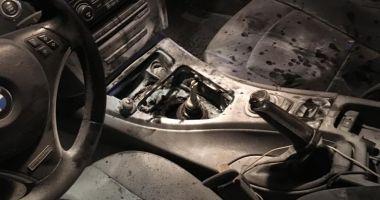 Un BMW în flăcări, în Mamaia Nord
