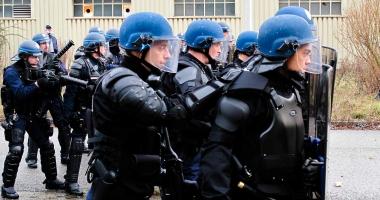 Proteste la Paris. Manifestaţie împotriva unui miting al Marinei Le Pen